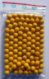 100 gelbe Holzkugeln